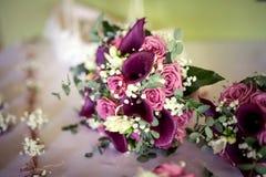 Букет свадьбы свежего цветка, розы и calla стоковые фото