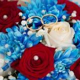 Букет свадьбы с 2 кольцами золота Стоковые Изображения RF