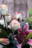 Букет свадьбы белых и розовых цветков Стоковые Фото