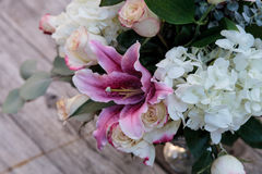 Букет свадьбы белых и розовых цветков Стоковое Изображение
