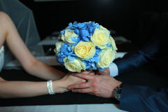 Букет свадьбы в руке Стоковые Изображения RF