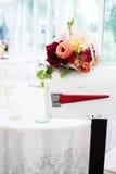 Букет свадьбы на причудливом почтовом ящике стоковая фотография rf