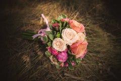 Букет свадьбы от роз другого цвета Стоковые Фото