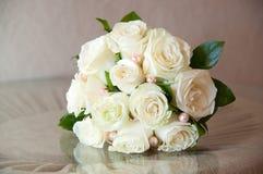 Букет свадьбы с свежими белыми розами Стоковое фото RF