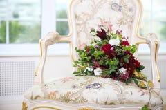 Букет свадьбы с суккулентными цветками и хмелями в ретро стиле o Стоковые Изображения