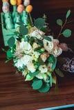 Букет свадьбы украшенный при черная лента сделанная роз Стоковая Фотография