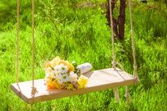 Букет свадьбы цветков на качании Стоковая Фотография RF