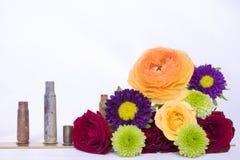 Букет смешанной линии крышек цветков пустых кожухов пули Стоковая Фотография