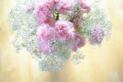 Букет таблицы вазы цветков Стоковая Фотография RF