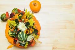 Букет тыкв, цветков и листьев Стоковые Фото