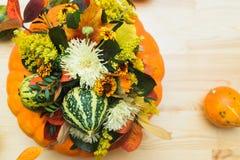 Букет тыкв, цветков и листьев Стоковые Изображения