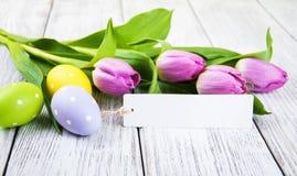 Букет тюльпана и пустая приветствуя карточка пасхи Стоковое Фото