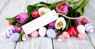 Букет тюльпана и пустая приветствуя карточка пасхи Стоковое Изображение