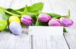 Букет тюльпана и пустая приветствуя карточка пасхи Стоковые Фото
