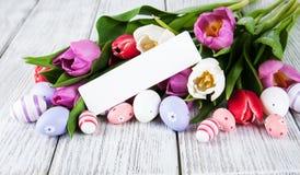 Букет тюльпана и пустая приветствуя карточка пасхи Стоковое Изображение RF