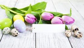 Букет тюльпана и пустая приветствуя карточка пасхи Стоковые Изображения