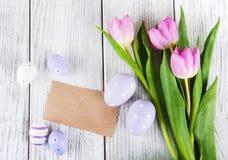 Букет тюльпана и пустая приветствуя карточка пасхи Стоковое фото RF