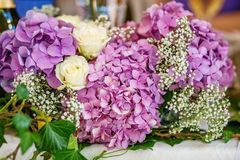 Букет фиолетовых гортензий Концепция праздник, weddin Стоковые Изображения