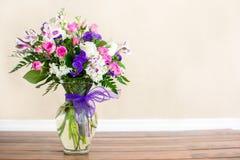 Букет фиолетовых и розовых цветков Стоковые Изображения