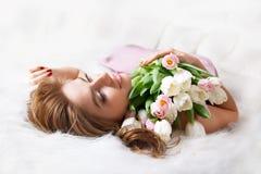 букет цветет женщина стоковое изображение rf