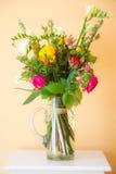 Букет цветка весны в вазе Стоковая Фотография RF