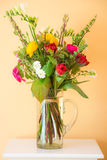 Букет цветка весны в вазе Стоковое Фото