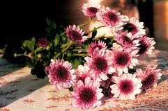 Букет цветка на таблице Стоковые Изображения