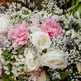 Букет цветков аранжирует для украшения в свадебной церемонии Стоковое Изображение