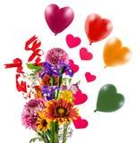 букет цветков, воздушных шаров, сердец как символ влюбленности и торжества Стоковые Изображения