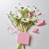 Букет цветков и сердец Стоковая Фотография