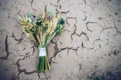 Букет цветков на земле Стоковые Фотографии RF