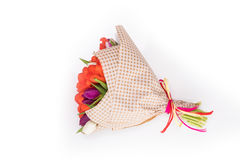 Букет цветков тюльпанов весны изолированных на белизне Стоковые Изображения