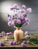 Букет chives лука цветет в вазе Стоковые Фото
