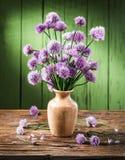 Букет chives лука цветет в вазе Стоковое Изображение RF