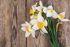 Букет daffodils на деревянной предпосылке Стоковое фото RF
