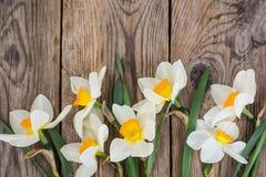 Букет daffodils на деревянной предпосылке Стоковая Фотография RF
