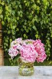 Букет hortensia (macrophylla гортензии) и цветков пиона Стоковое Фото