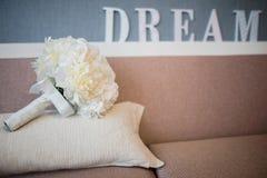 Букет ` s невесты на кресле Мечт текст на заднем плане Стоковое фото RF