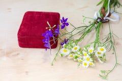 Букет wildflowers с подарочной коробкой Стоковое Изображение RF