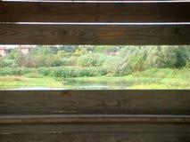 Буколический ландшафт увиденный внутренностью деревянного дома для визировать птиц rome Италия стоковые фото