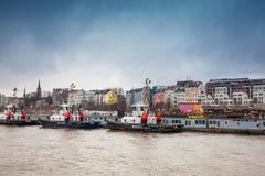 Буксиры состыкованные на порте Гамбурга стоковые фото