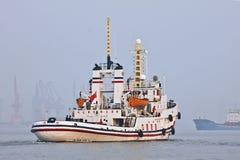 Буксир в порте Тяньцзиня, Китая стоковые фотографии rf