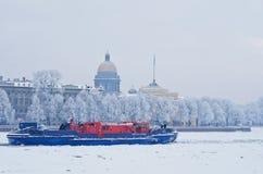 буксир Лед-класса на реке Neva в Санкт-Петербурге, России Стоковое фото RF