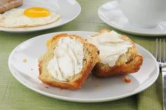 Булочка торта кофе с сосиской и яичками Стоковые Изображения
