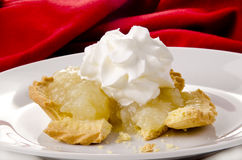 булочка crumble сливк яблока стоковое изображение rf