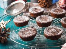 Булочки зимы шоколада с сахаром замороженности Стоковое Фото