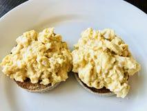 Булочки и взбитые яйца Стоковые Фото