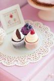 3 булочки на розовой предпосылке детей Стоковые Фото