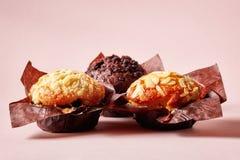 3 булочки на розовой предпосылке Стоковое Изображение