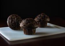 Булочки обломока шоколада на черной предпосылке Стоковые Фотографии RF